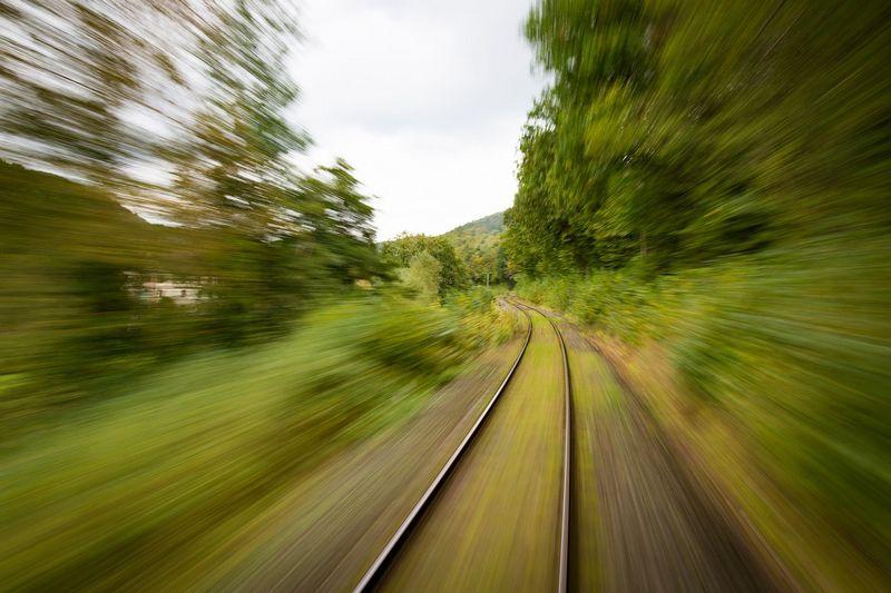 train-1715320_1280